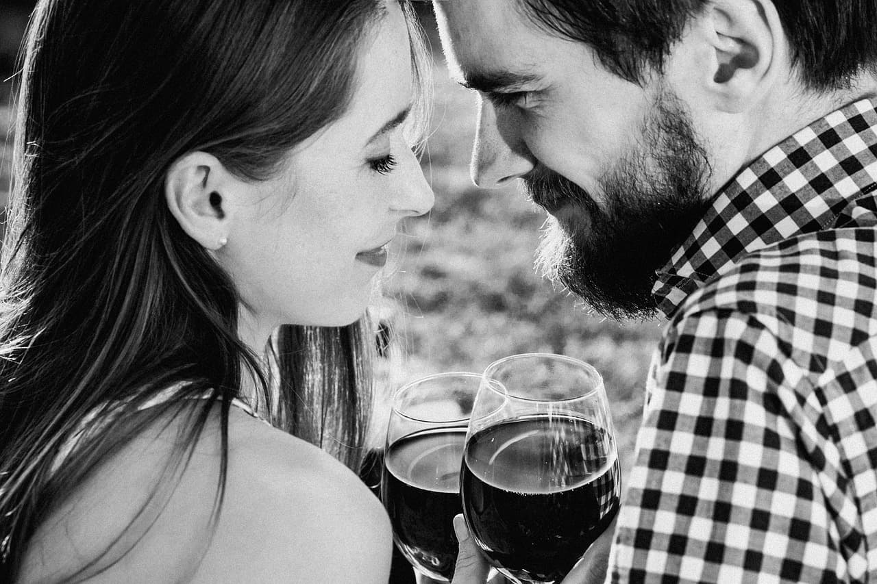 15 Undeniable Signs a Man Is Attracted To You Sexually By Olivia Surtees