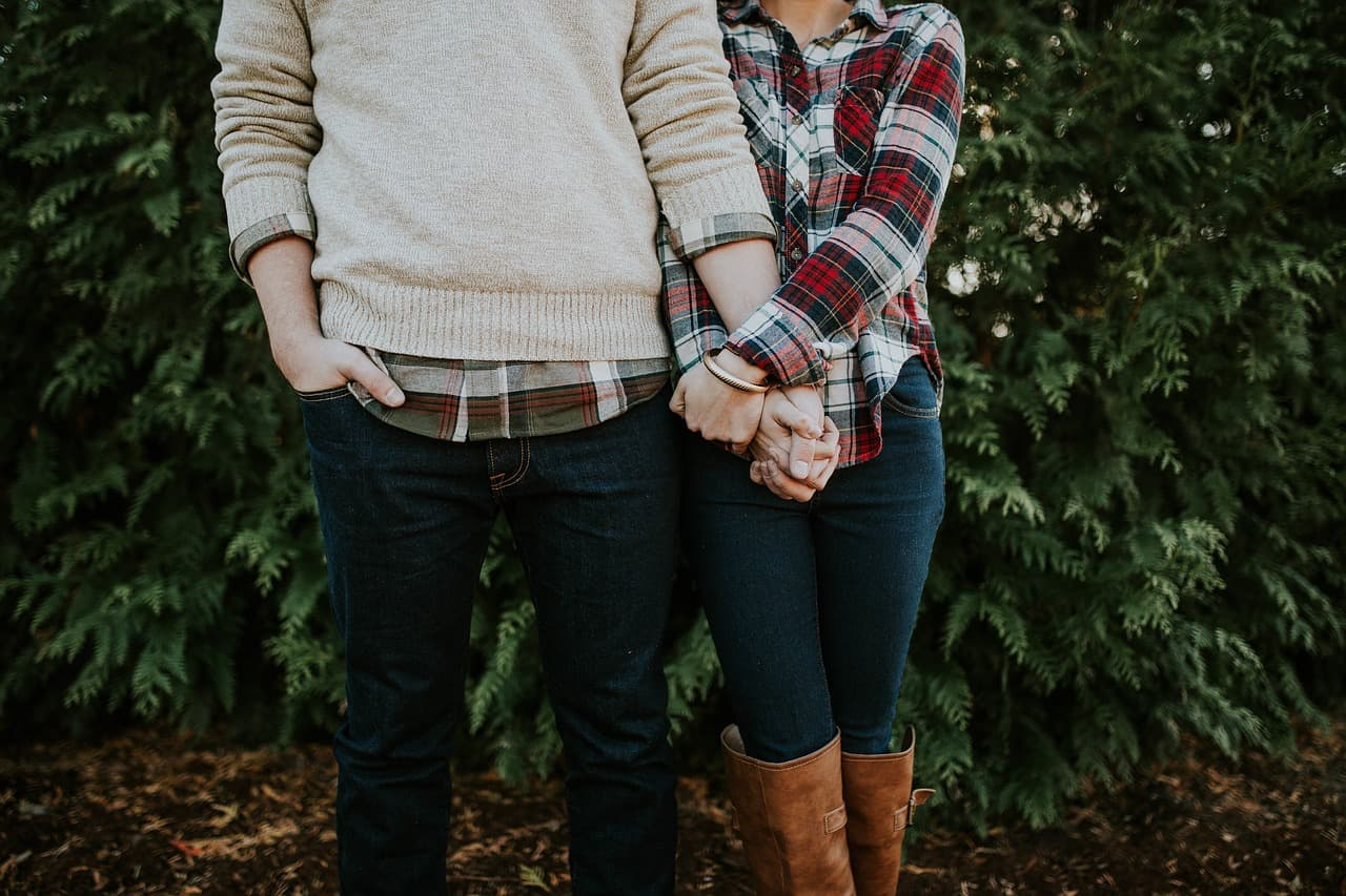 How to Make Out With a Guy (10 Effective Tips)