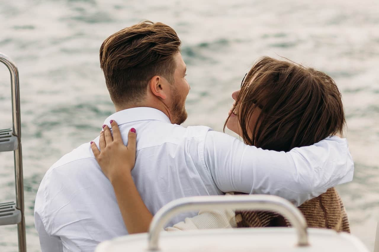 37 Undeniable Signs That He Loves You