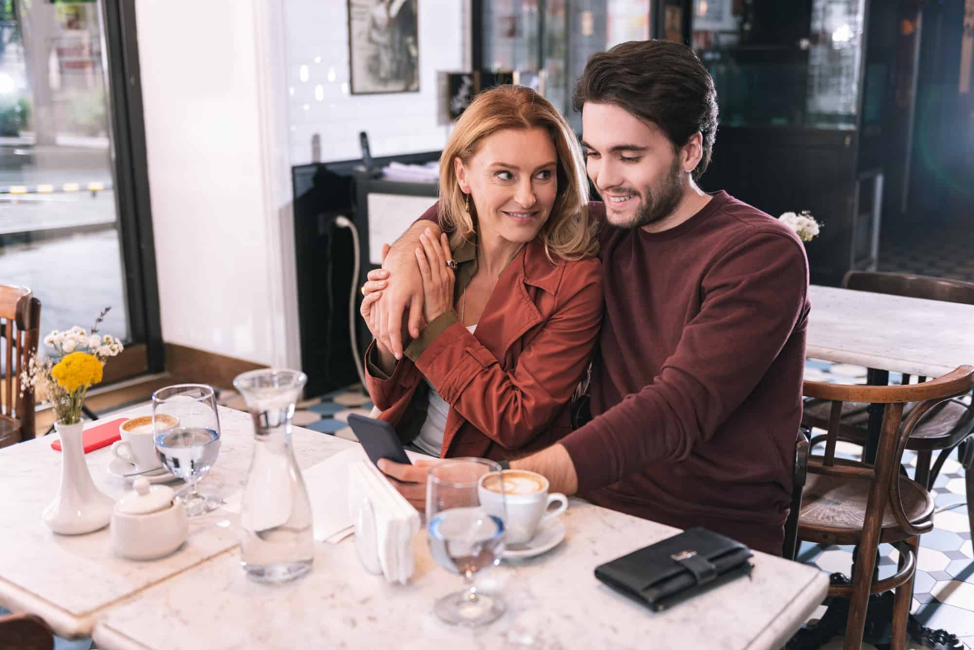 Age Gap Relationships - What Its Like (9 Ways To Bridge